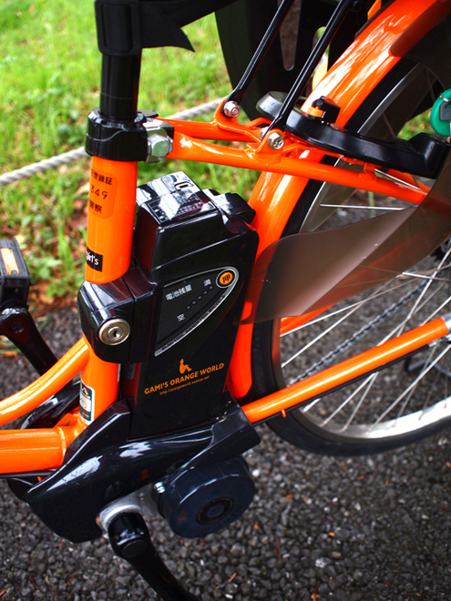 0439オレンジ電動自転車1.jpg