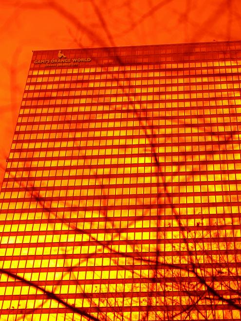 0504オレンジの世界ビル.jpg