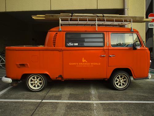 0515オレンジのフォルクスワーゲンピックアップトラック3.jpg