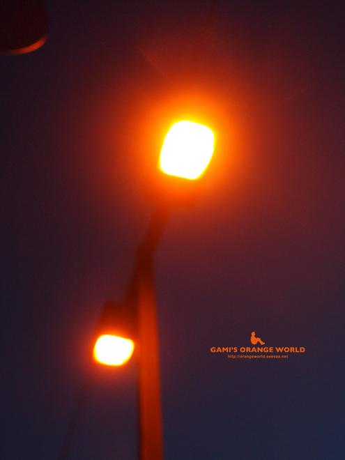 オレンジの電灯5.jpg
