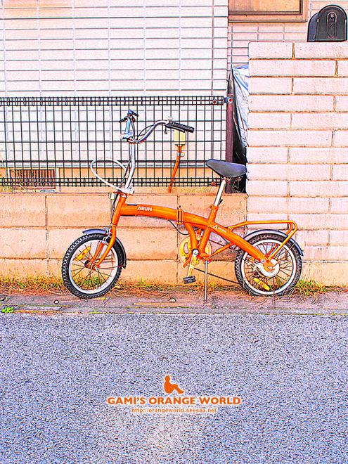 オレンジ自転車アート3.jpg