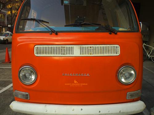 0515オレンジのフォルクスワーゲンピックアップトラック2.jpg