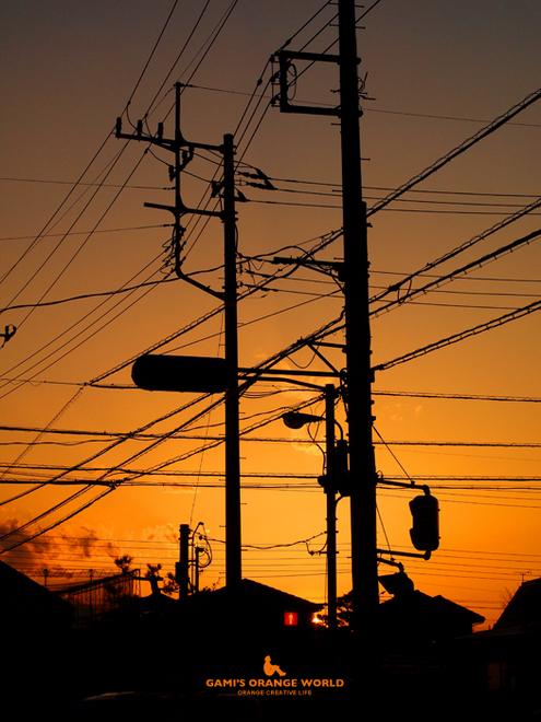 0553電柱とオレンジの夕焼け.jpg