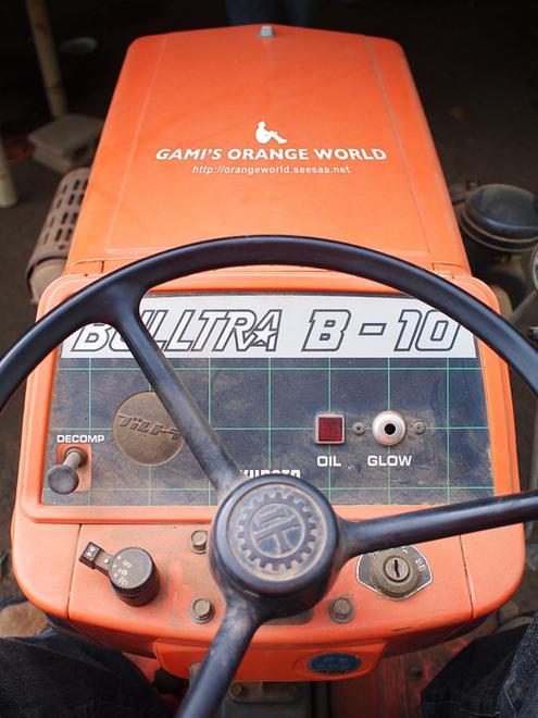 オレンジのトラクター2 .jpg