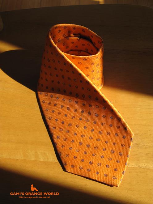 オレンジのネクタイ.jpg