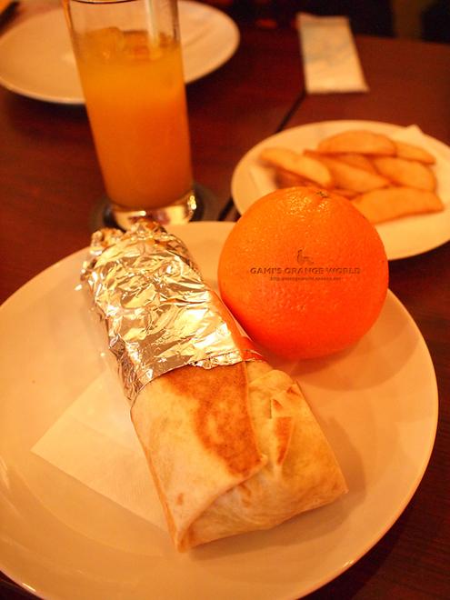 ブリトーとオレンジ.jpg