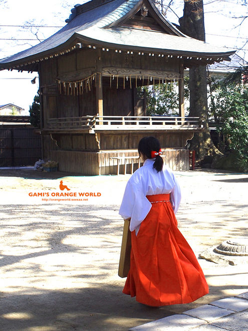 久伊豆神社の巫女さん10.jpg